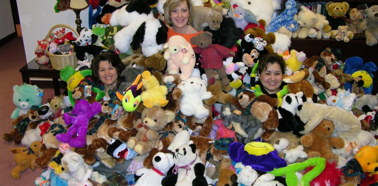 Plano Educational Office / Para-Professional Association donates 2,206 Stuff Animals!